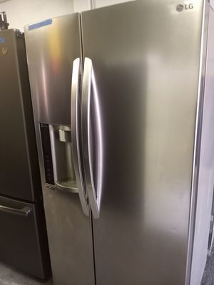SAMSUNG STAINLESS STEEL SIDE BY SIDE DOORS FRIDGE 36IN WORKING PERFECT W/4 MONTHS WARRANTY for Sale in Baltimore, MD