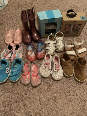 Box of little girls shoe's toddler size 4-6 for Sale in Charlotte, NC
