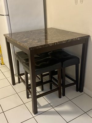 Kitchen table . for Sale in Miami, FL