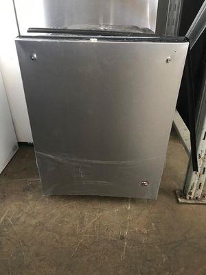 Dishwasher Whirlpool Stainless Steel. New. Warranty for Sale in Pembroke Pines, FL