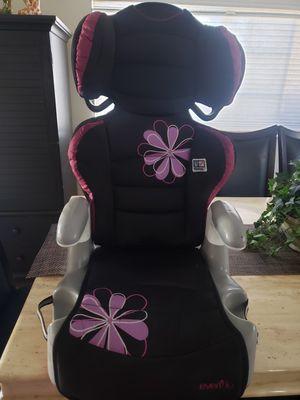 Evenflo car seat/ booster 2 in 1 for Sale in Chula Vista, CA