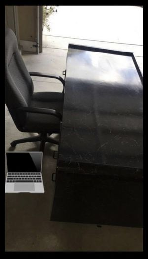 Desk and chair for Sale in Sterling Heights, MI