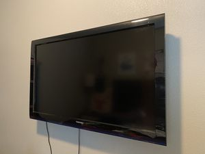 40 inch TV with remote HIgh definition for Sale in Fresno, CA