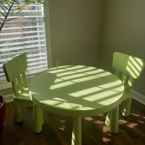 Great Kids table with chairs for Sale in Suwanee, GA