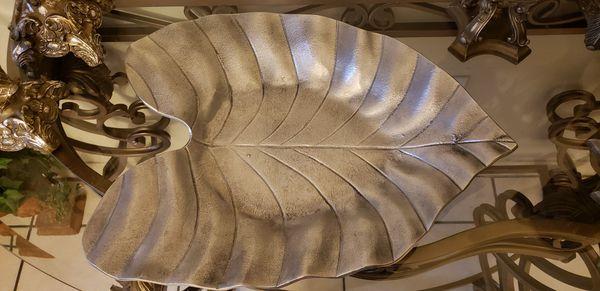 Pottery Barn Leaf Shaped Fruit Holder Table Decor For Sale