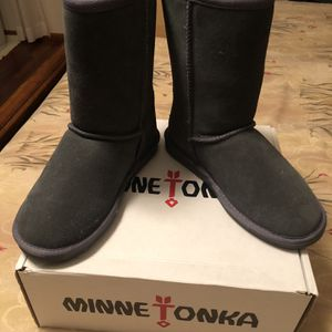 Minnetonka Boots Charcoal Gray for Sale in Hammonton, NJ