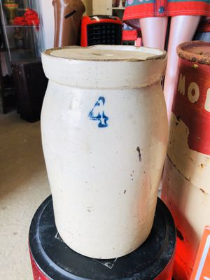 Antique 4 Gallon Pottery Crock Butter Churn for Sale in Garland, TX