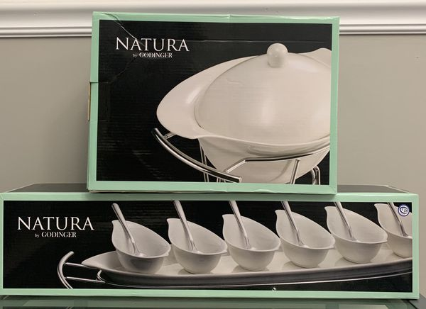 Natura 1 QT Covered Baker With Chrome Rack and 14 Piece Tasting Set (Never Used)