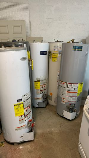 Used gas water heater 40 galon 2 month warranty cahs only for Sale in Bakersfield, CA