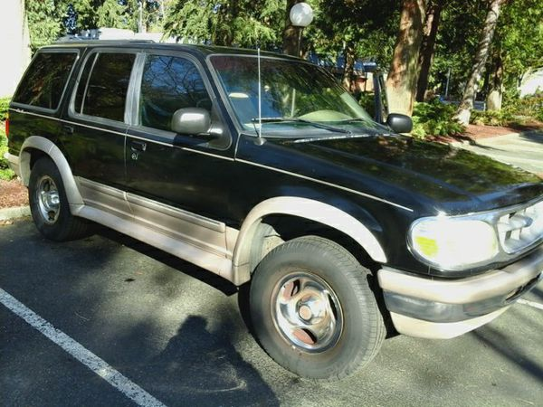 BLACK FORD EXPLORER: 1998