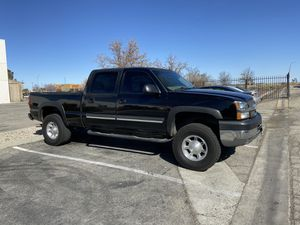 2003 Chevy Silverado 2500hd 6.0 for Sale in Lancaster, CA