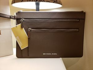 Michael kors clutch for Sale in Hastings, NE