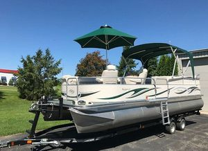 💥💥2006 Manitou Legacy Pontoon Boat and Trailer💥💥 for Sale in Baltimore, MD