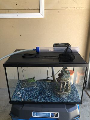 Fish Tank Aquarium Fully Furnished, Food, Net, Heater, and Filter 10 Gallon for Sale in Corona, CA