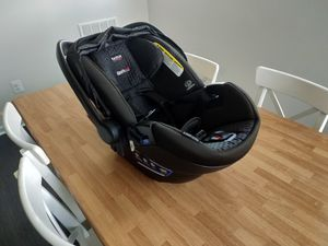 Britax B-Safe Ultra Infant Car Seat wth two bases, 2019 model for Sale in Clarksburg, MD