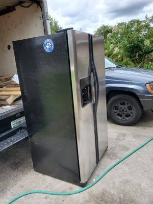Refrigerate good condition for Sale in Kissimmee, FL