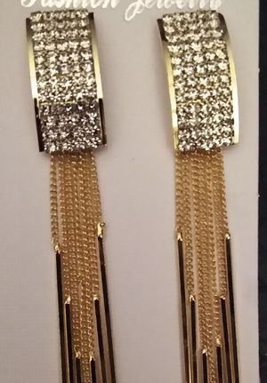 Diamond and gold dangling earrings for Sale in WILOUGHBY HLS, OH