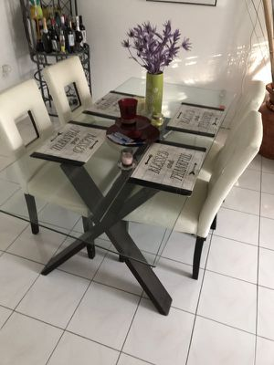 Dining room set with four chairs $350.00 firm for Sale in Miami, FL