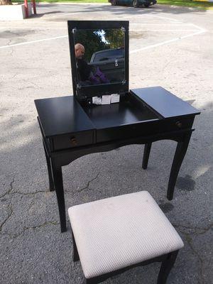 Vanity desk for Sale in Huntington Park, CA