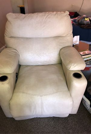 Beige leather recliner lays flat for sleeper two cupholders for Sale in West Palm Beach, FL