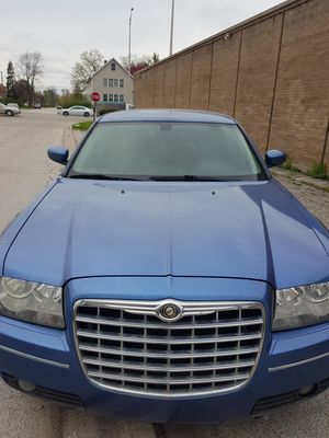 08 chrysler 300 3.5 AWD 102K miles clean title dodeg Chrysler Jeep Chevy impala Nissan Infiniti 300 300c challenger Avenger Ford Mustang dart 200 for Sale in South Holland, IL