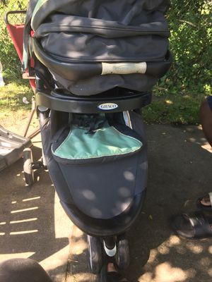 Stroller with car seat and base click connect for Sale in Cuyahoga Heights, OH