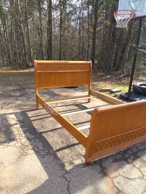 Queen size bed frame for Sale in Powdersville, SC