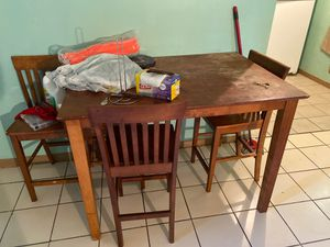 Free table with chair for Sale in Fort Lauderdale, FL