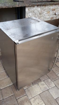 Mini fridge.... stainless.. not working.. free take from my backyard for Sale in Pompano Beach,  FL