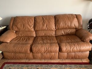 Leather Couch /w Pullout Bed for Sale in Fort Lauderdale, FL