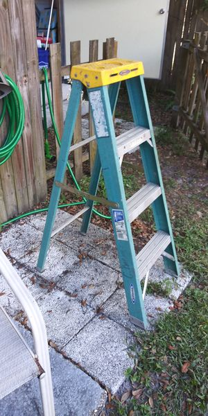4Ft Fiberglass Ladder for Sale in Wildwood, FL