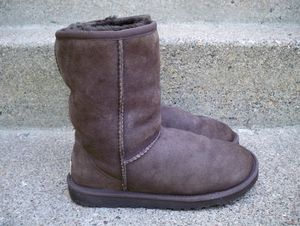 Ugg Australia Classic Short Brown Womens Sheepskin Winter Snow Boots 5825 Size 6 for Sale in Osseo, MN