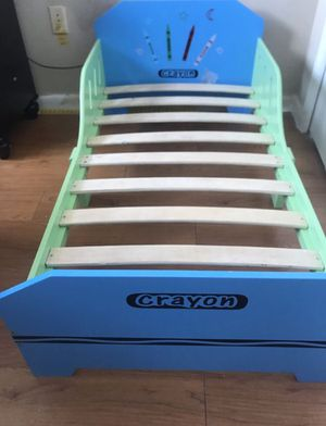 Wood bed with mattress for toddlers for Sale in St. Petersburg, FL