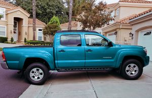 Clean Title2OO5 Toyota Tacoma for Sale in Sioux Falls, SD