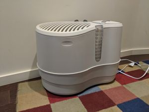 Lasko High Capacity Recirculating Humidifier for Sale in St. Louis, MO