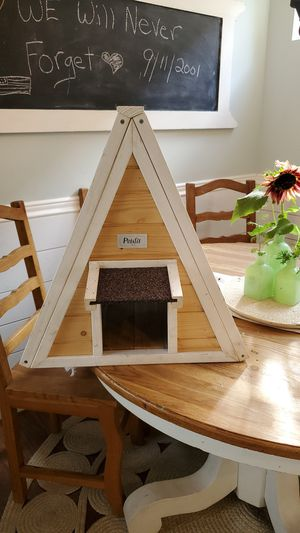 * pending pickup* Petsfit brand cat or pet shelter. A frame style for Sale in Puyallup, WA