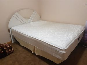 Nice bed with dresser and mirror. for Sale in Dearborn, MI