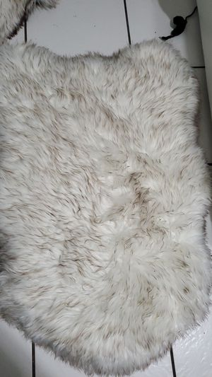 Curve white with brown tips faux fur S/M Dog bed for Sale in Fort Lauderdale, FL