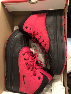 Nike snow boots kids 4.5 NEW for Sale in Romeoville, IL