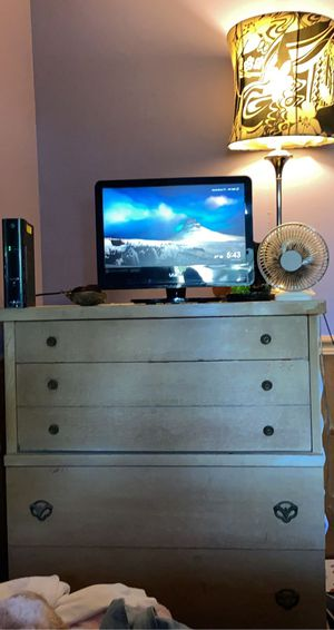 Oak wood dresser and TV for Sale in Berea, OH