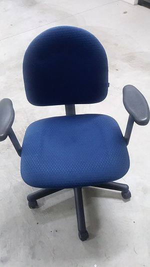 Blue adjustable office chair for Sale in Mount Pleasant, PA
