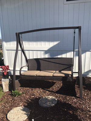 Outdoor porch swing with cushions for Sale in Temecula, CA