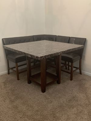 Matching dining room and living room set(2 end tables and coffee table) for Sale in Manassas, VA