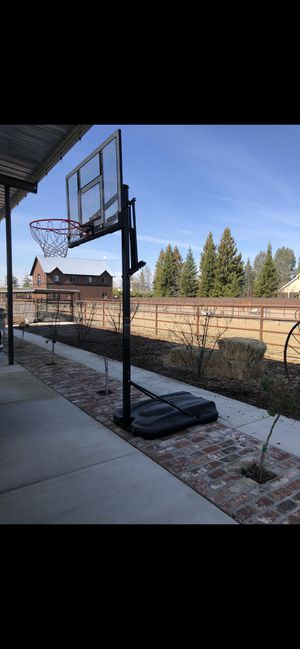 Basketball hoop for Sale in Clovis, CA