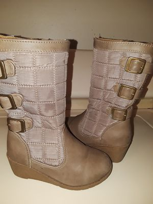 Lil Northwest girls boots size 9M. Small scuff on left boot as noted in photo for Sale in BELLEAIR BLF, FL