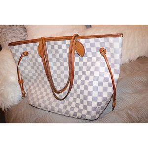 Louis Vuitton Neverfull MM Damier Azur for Sale in Modesto, CA
