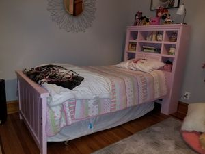 Pink Twin Bed for Sale in Chicago, IL