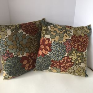 Better Homes & Garden multicolored mum/cream polyester throw pillows. Washed & CLEAN! for Sale in Saint Albans, WV