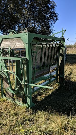 Squeeze chute for Sale in Manteca, CA