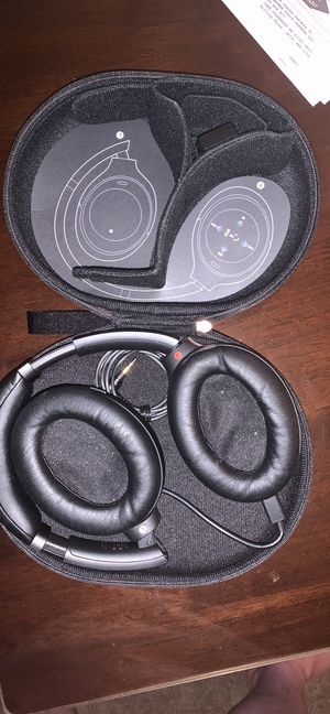 Sony WH-1000xm3 Bluetooth Earphones for Sale in Hazelwood, MO